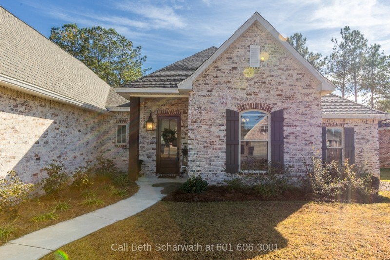 Hattiesburg MS Homes for Sale - Relaxing and entertaining come easy in this generously-spaced home for sale in Hattiesburg MS.