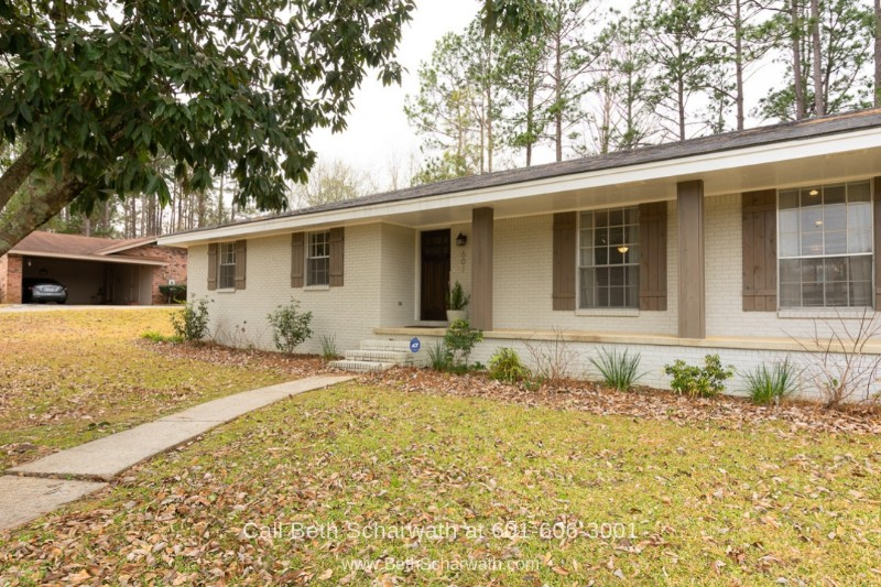 Hattiesburg MS Homes for Sale - Enjoy the best of peace and privacy in this fully-remodeled home for sale in Hattiesburg MS.