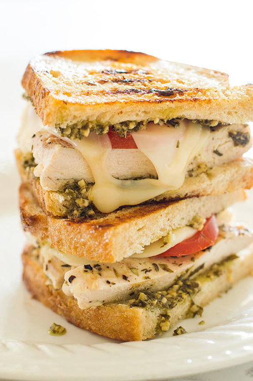 pesto-chicken-sandwiches-on-soughdough-1