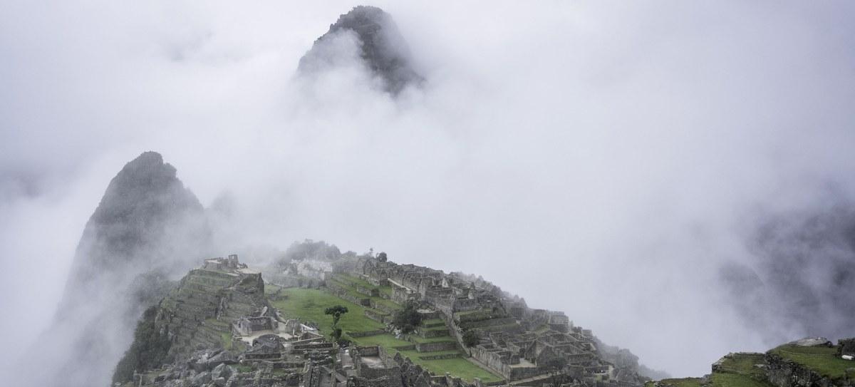Machu Picchu im Nebel, Peru, Südamerika