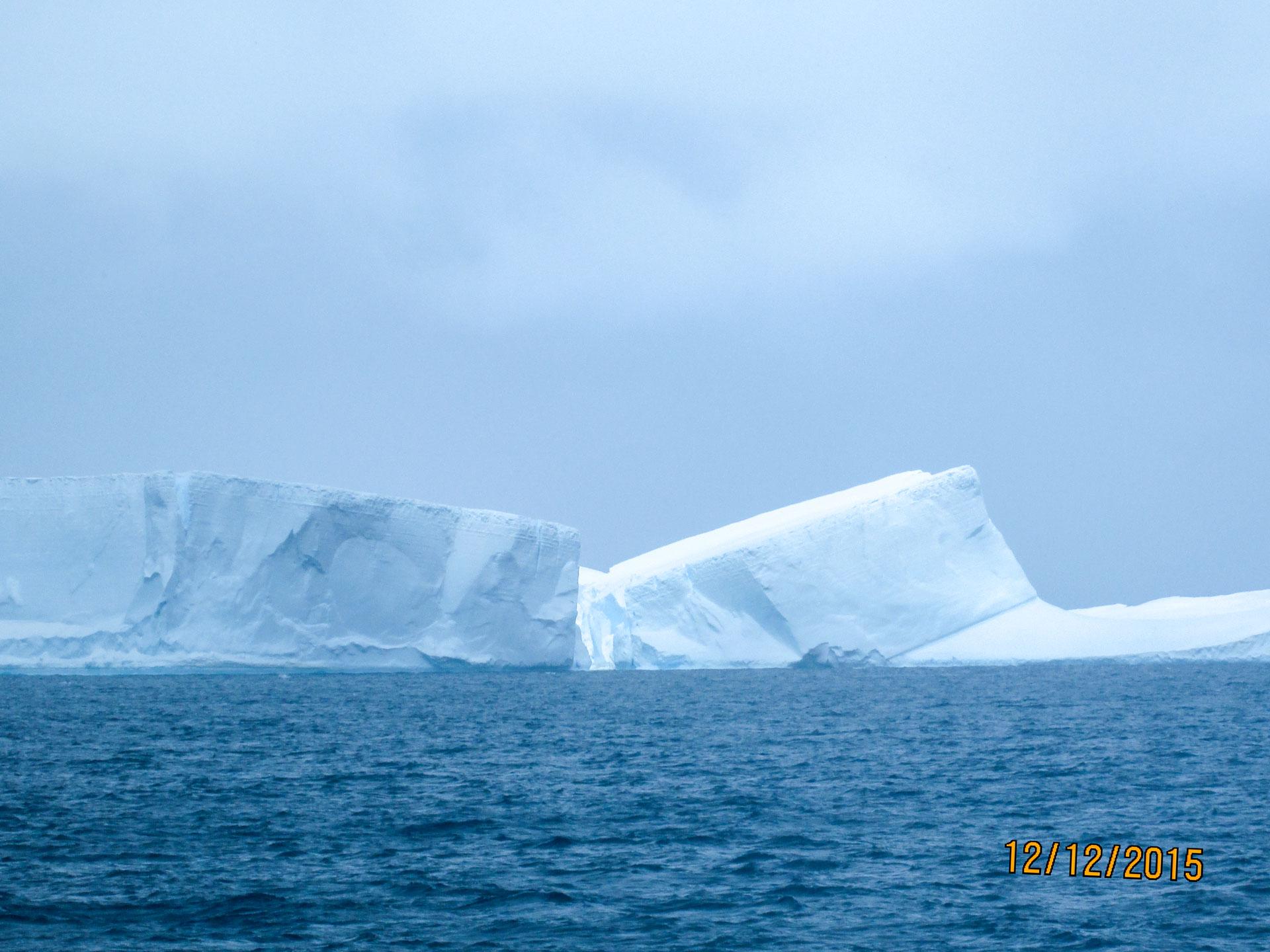 Eisberg im antarktischen Meer