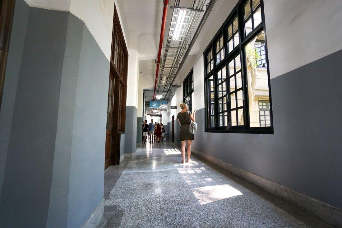 Die Gänge eines ehemaligen Fabrikgebäudes im Songshan Cultural and Creative Park