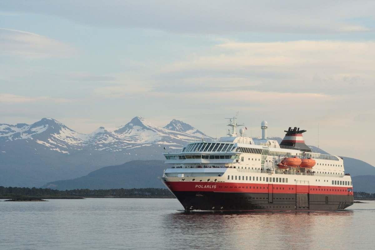 Einmal mit dem Schiff entlang der norwegischen Küste fahren