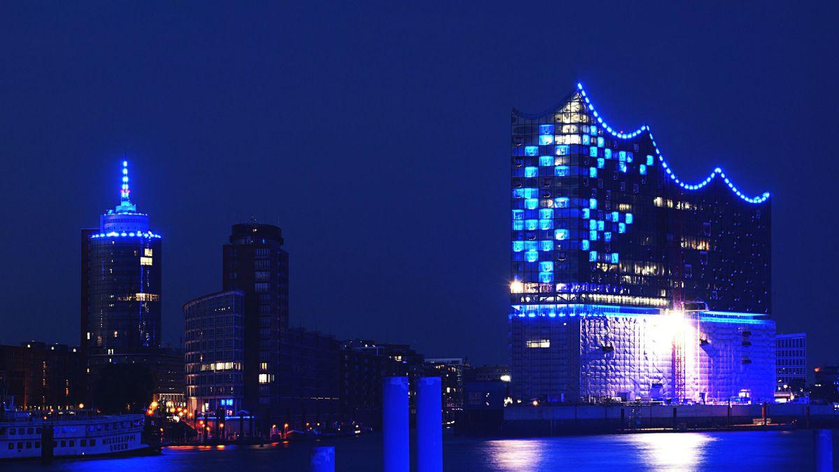 Die Hamburger Elbphilharmonie bei Nacht
