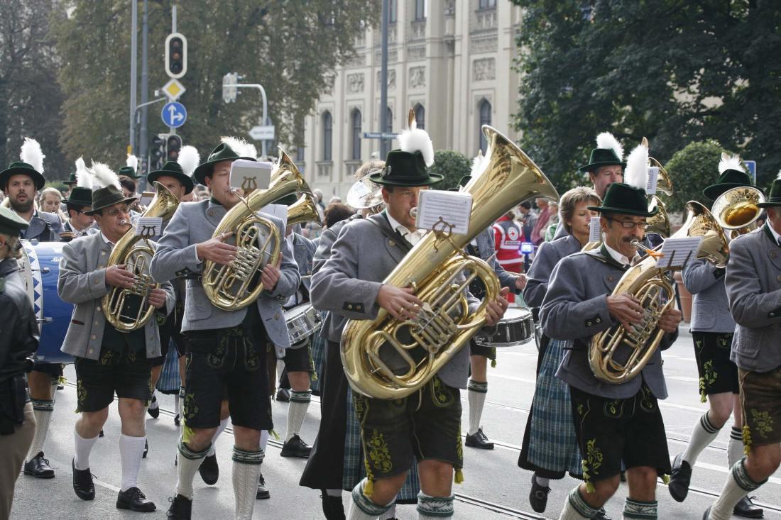 Blasmusik während dem Festumzug