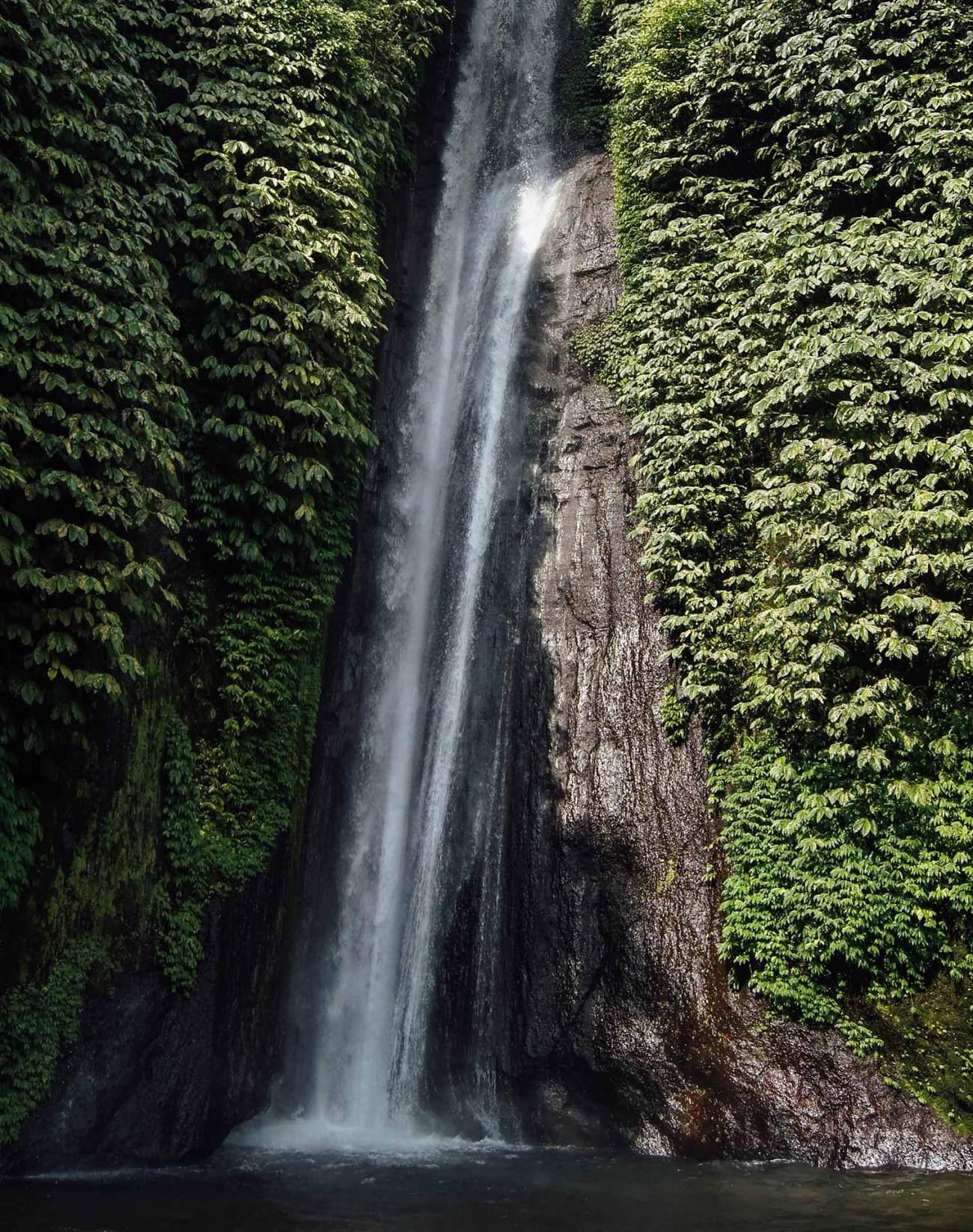Bali ist bekannt für seine zahlreichen tosenden Wasserfälle inmitten des Regenwalds