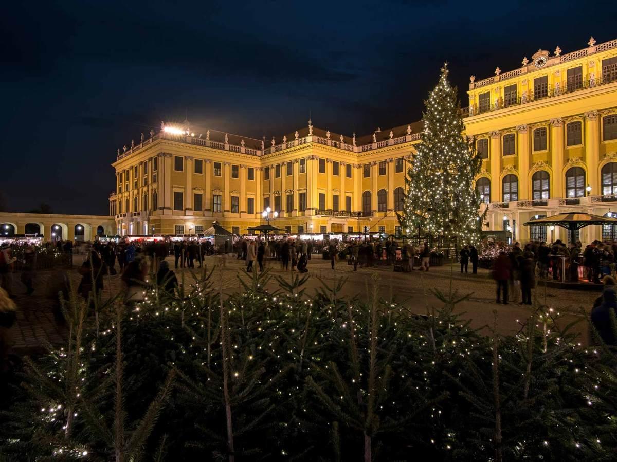 © WienTourismus/Christian Stemper: Kultur- und Weihnachtsmarkt vor dem Schloß Schönbrunn