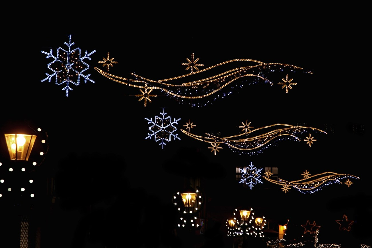 Weihnachtsmärkte verwandeln sich zur Weihnachtszeit in ein funkelndes Lichtermeer