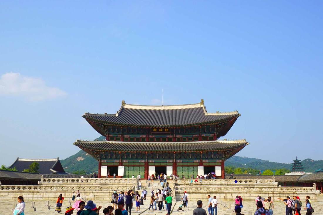 Das Throngebäude von Gyeongbokgung. Hier saß einst der koreanische König und verwaltete das Land.