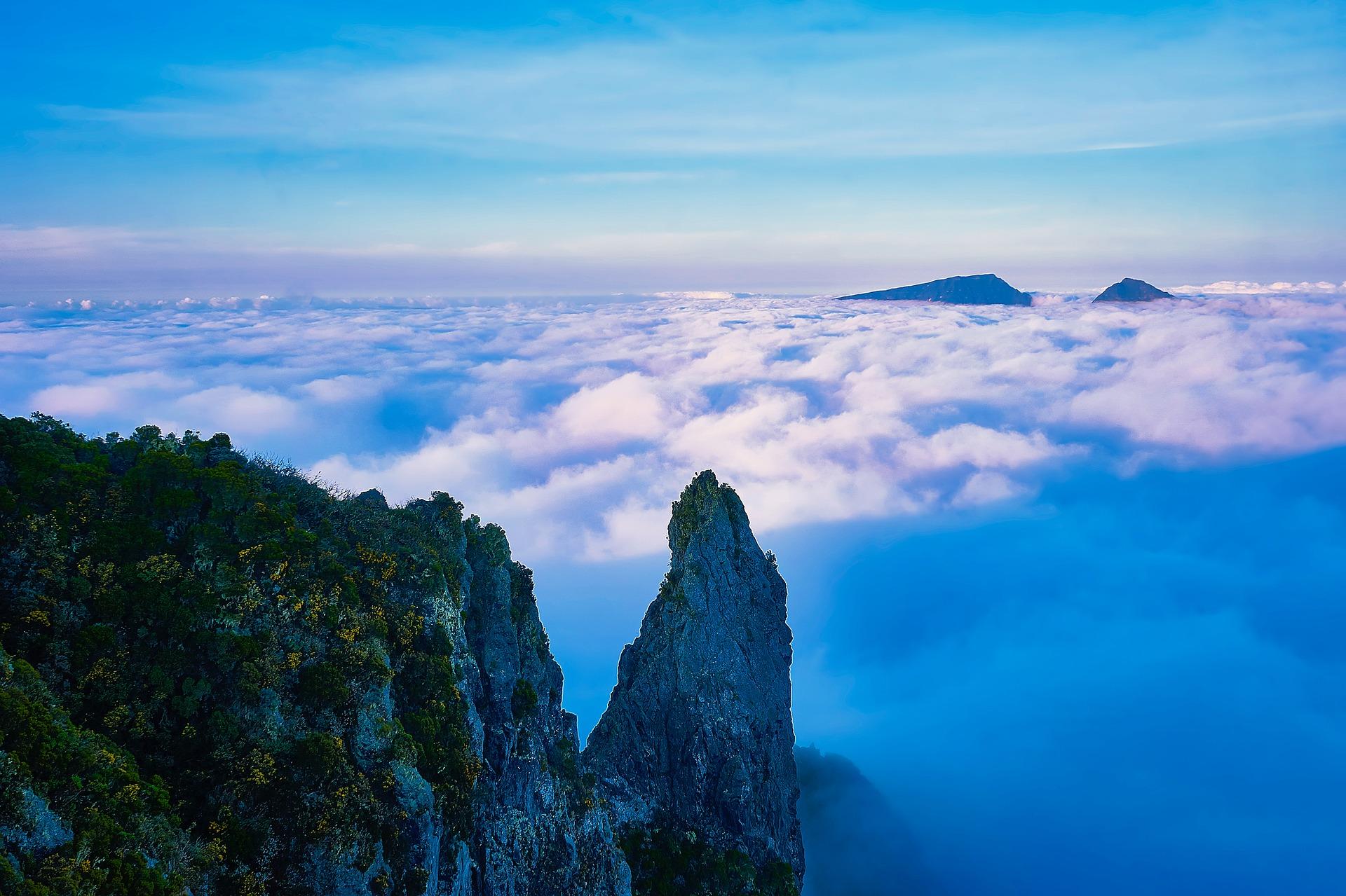 Lasse dir nicht diesen atemberaubenden Ausblick vom Gipfel Maido entgehen