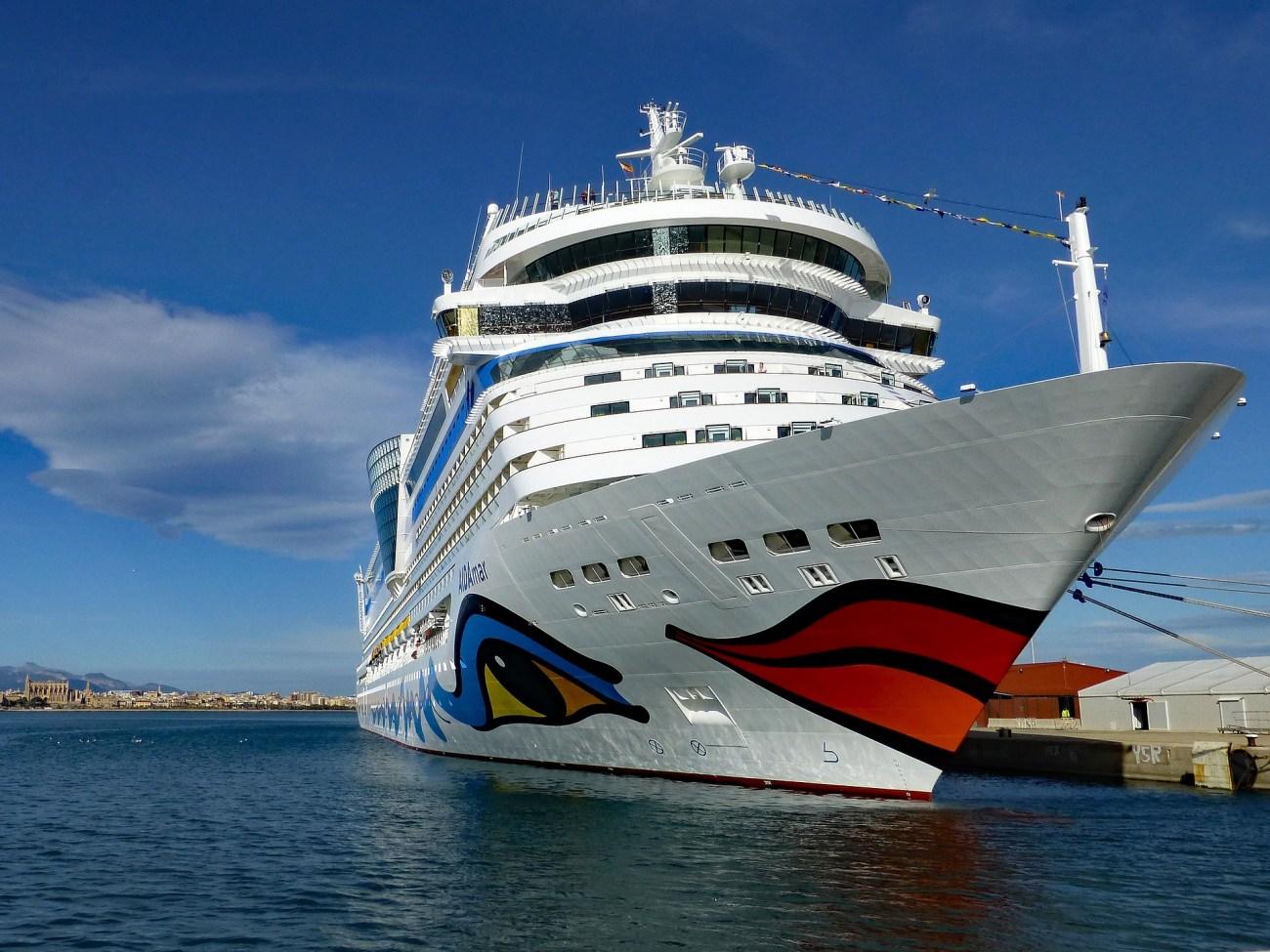 AIDAmar im Hafen von Palma de Mallorca