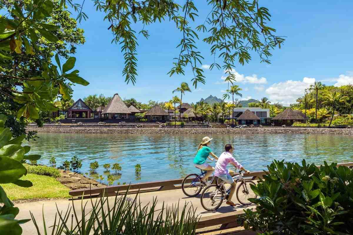 Biken im Four Seasons Mauritius