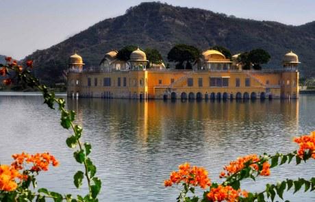 Das Jal Mahal - Schloss auf dem Wasser Jaipur