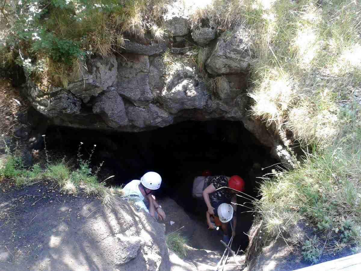 Ätna, Sizilien, Höhle