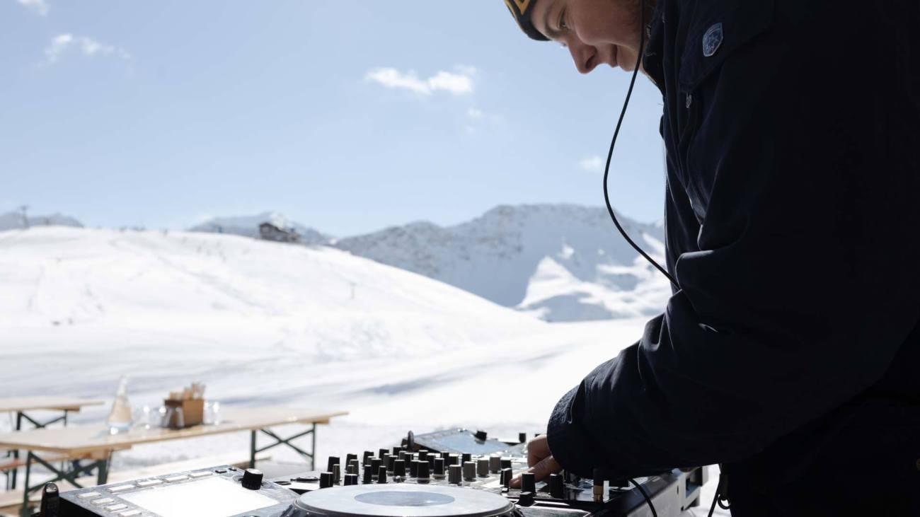DJ, ROBINSON Club Arosa in action auf der Hütte (Mittelstation Weisshorn Bahn)