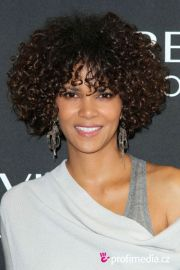 halle berry haircuts short & long