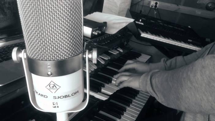 Rikard playing Keys