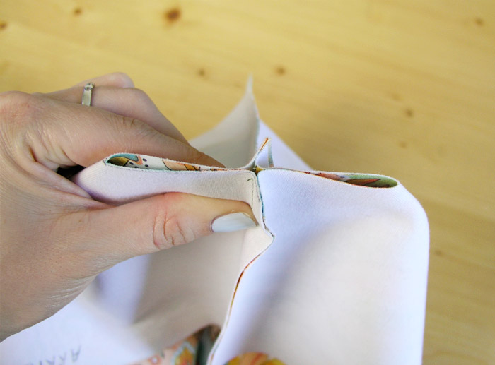 Join the edges of the base |  Betsy Sewing