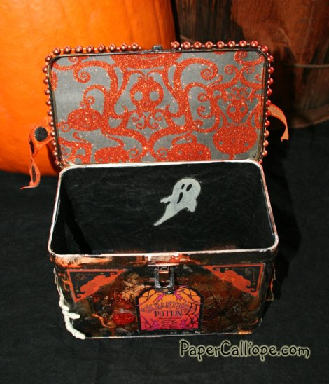 Halloween-tin-created-by-Betsy-Skagen-in-early-2000s-inside