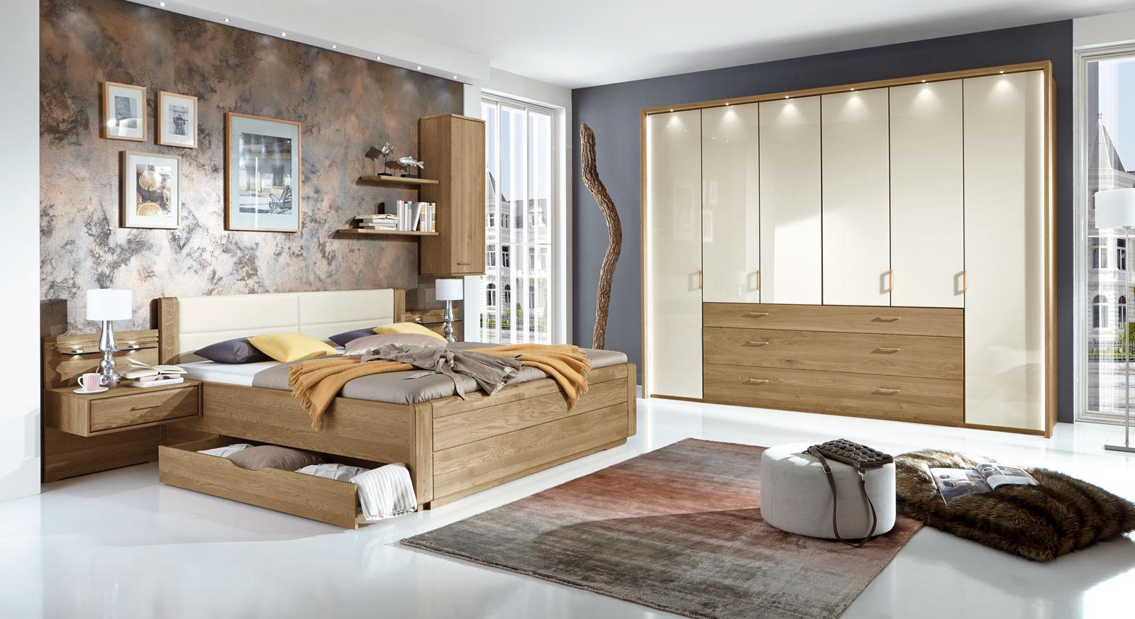 Teilmassives Schlafzimmer komplett mit Schubkastenbett