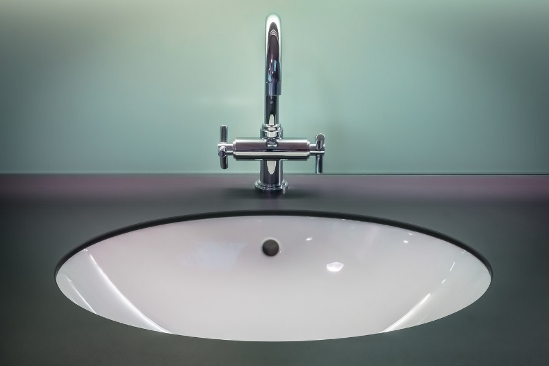 choose a faucet for your bathroom sink