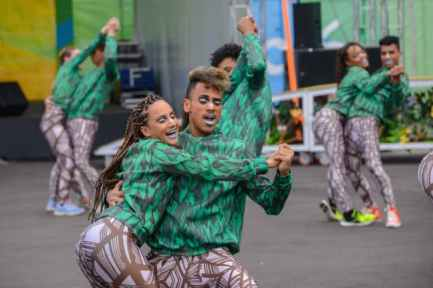 Welcome to Brazil dancers greet athletes for content
