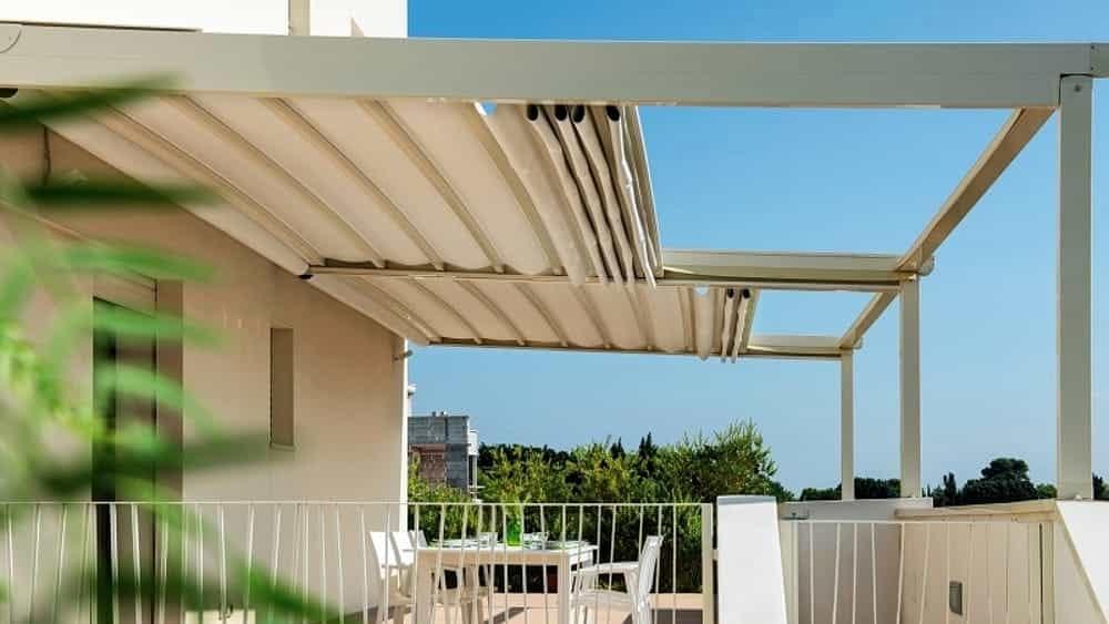 In questo modo, è in grado di progettare e realizzare la tenda della tipologia più adatta alle esigenze del cliente, in base al tipo di ambiente esterno in cui sarà installata. Vendita Tende Da Sole Come Si Distinguono