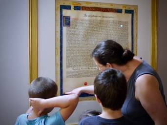 Melanie shows the decree of beatification to the kids