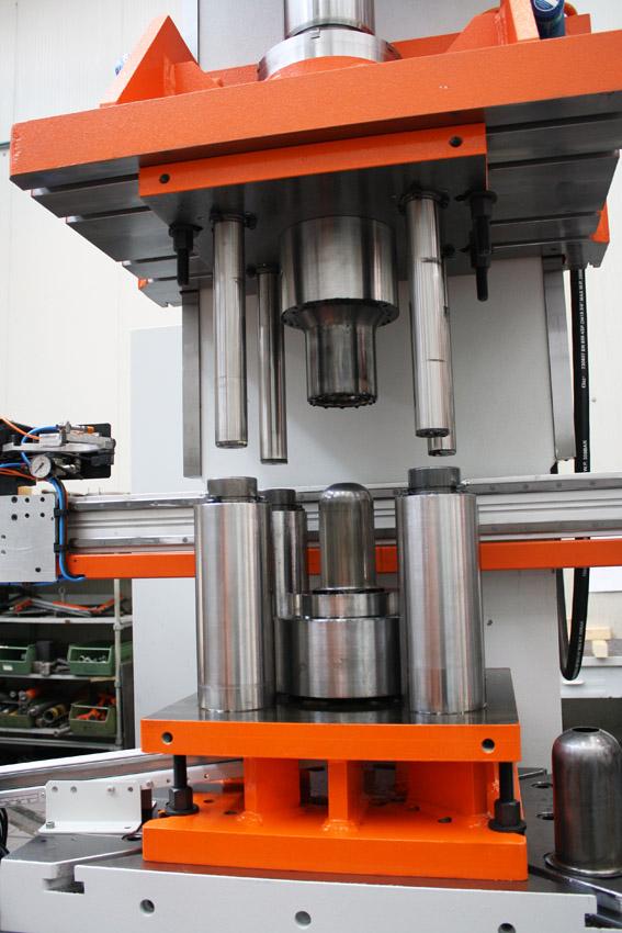 Linea automatica produzione estintori