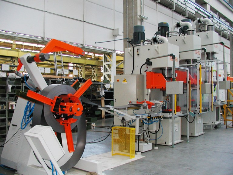 linea semiautomatica per la produzione di corpi di filtro