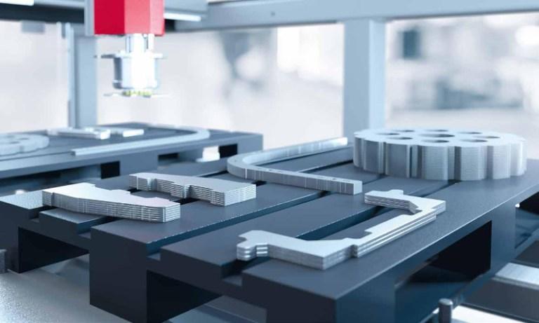 Pezzi di metallo tagliati al laser