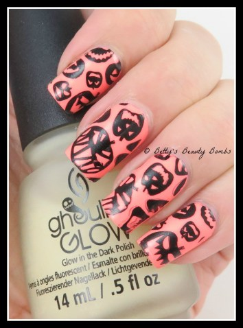 Pumpkin-Faces-Nail-Art