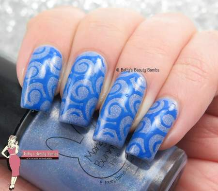 blue-stamped-nail-art