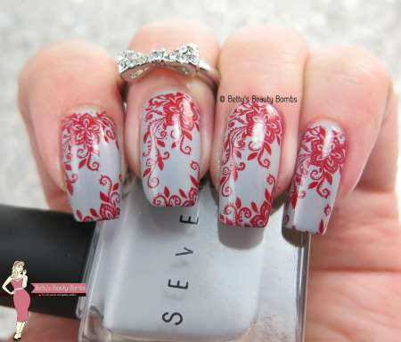 gray-and-red-flowers-nail-art