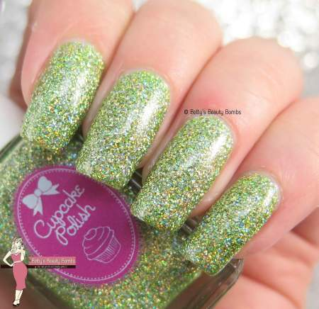 cupcake-poliah-magic-swatch