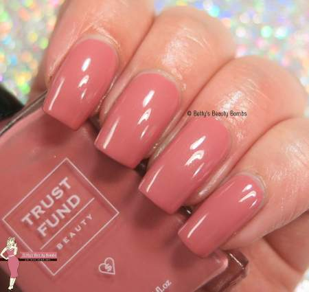 trust-fund-beauty-flirty-and-dirty-swatch