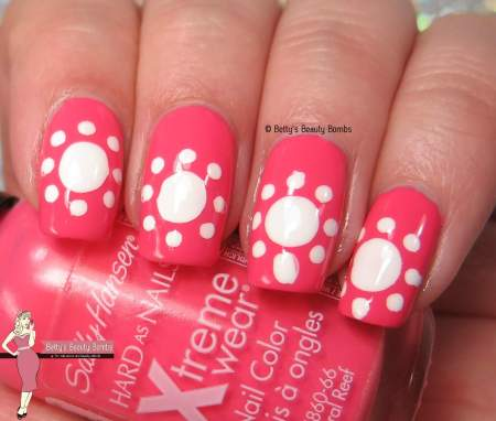 coral-and-white-nail-art