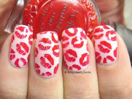 kisses-nail-art