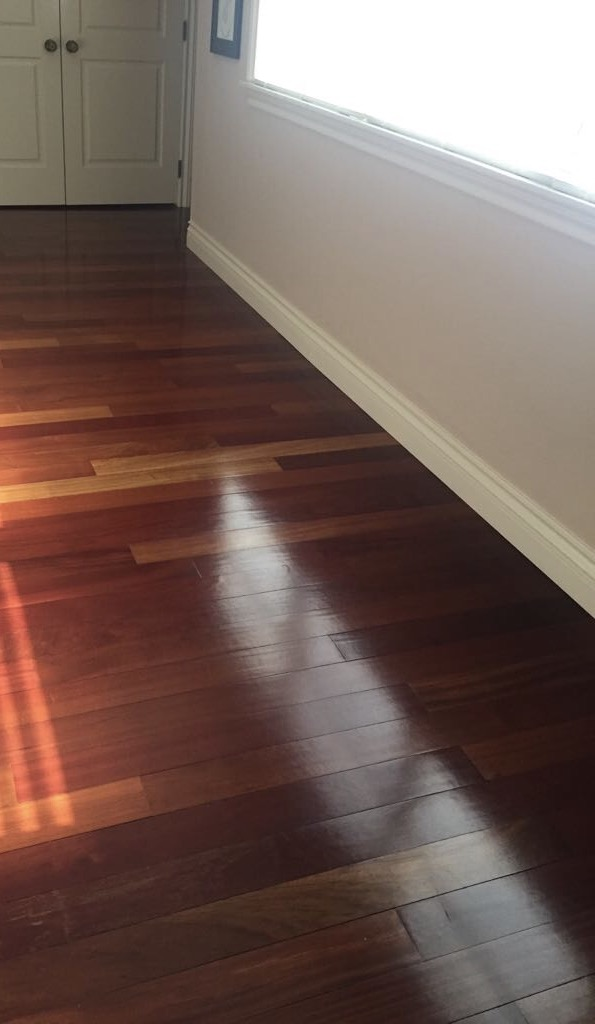 How to clean wood floors. Bona floor restore and cleaner.