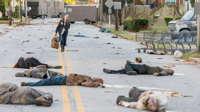 """The Walking Dead - S7 ep 14 """"Bury Me Here"""" - Carol's back. All HELL is about to break loose!"""