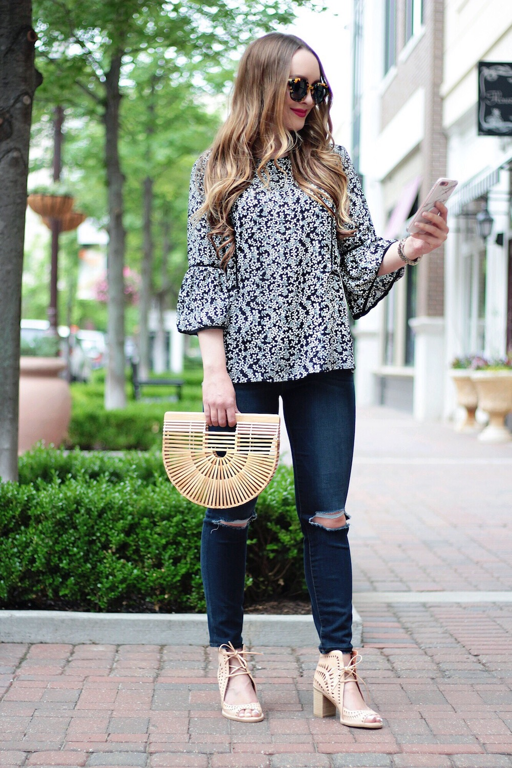 summer outfit ideas floral top rachel puccetti