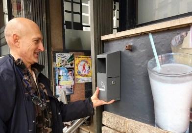 L'Ajuntament comença a instal.lar cendrers exteriors en els bars del municipi