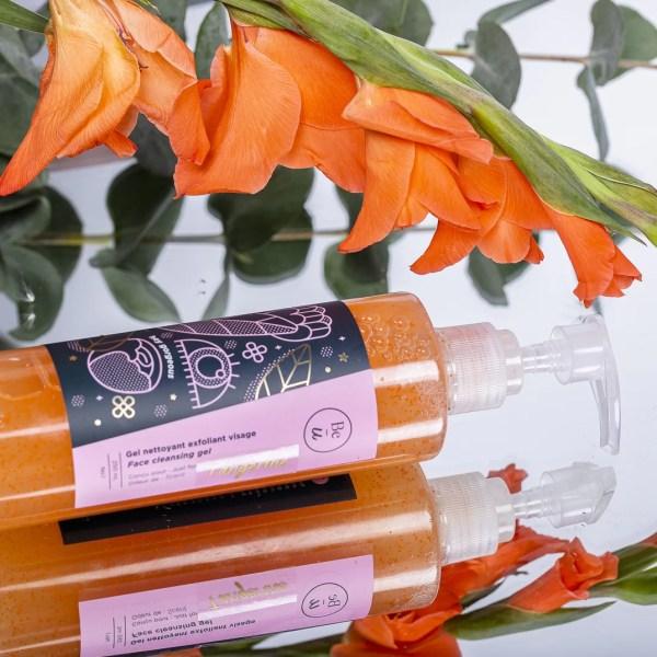 gel nettoyant orange avec fleur