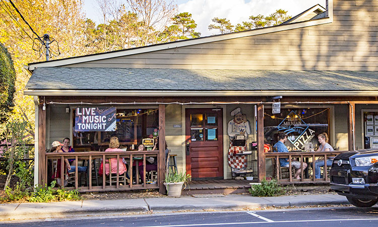 48 Hours in Weaverville: The Loom of Life Never Stops