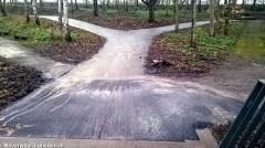 Voet/fietspad sluit weer mooi aan bij de brug