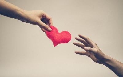 Kærlighed er en handling – ikke kun en følelse!