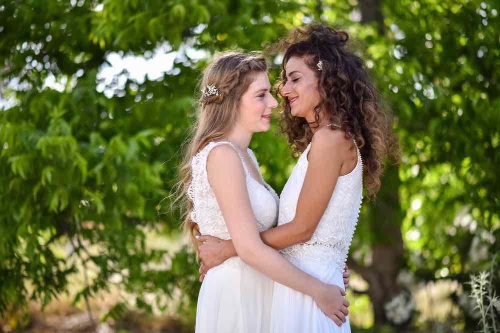 """Lesbisk skal giftes: """"Svigerfar kan ikke li' mig!"""""""