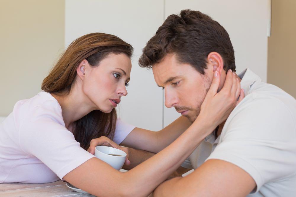 """Fortvivlet kvinde forsøger at være kæreste med deprimeret mand: """"Burde jeg give op?"""""""