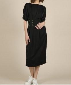 Robe mi-longue noire cintrée à la taille/ Marque Lili Sidonio.