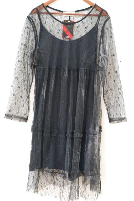 Robe noire dentelle.